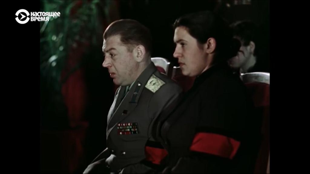 Это изображение имеет пустой атрибут alt; его имя файла - Stalin-Vasiliy-wife-on-funeral-Stalin-1024x576.png