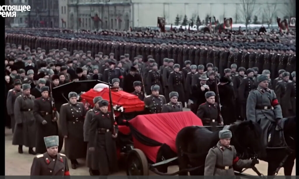 Это изображение имеет пустой атрибут alt; его имя файла - Stalin-coffin3-1024x613.jpg