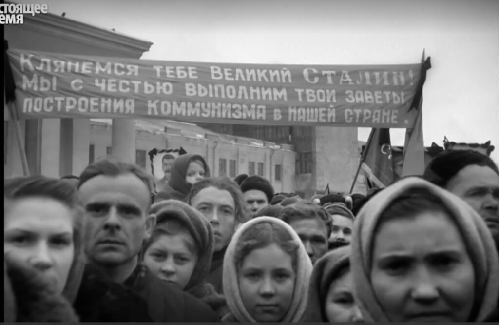 Это изображение имеет пустой атрибут alt; его имя файла - faces-stalin-funeral0-1024x666.jpg