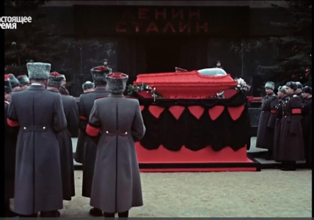 Это изображение имеет пустой атрибут alt; его имя файла - stalin-funeral12-1024x716.jpg