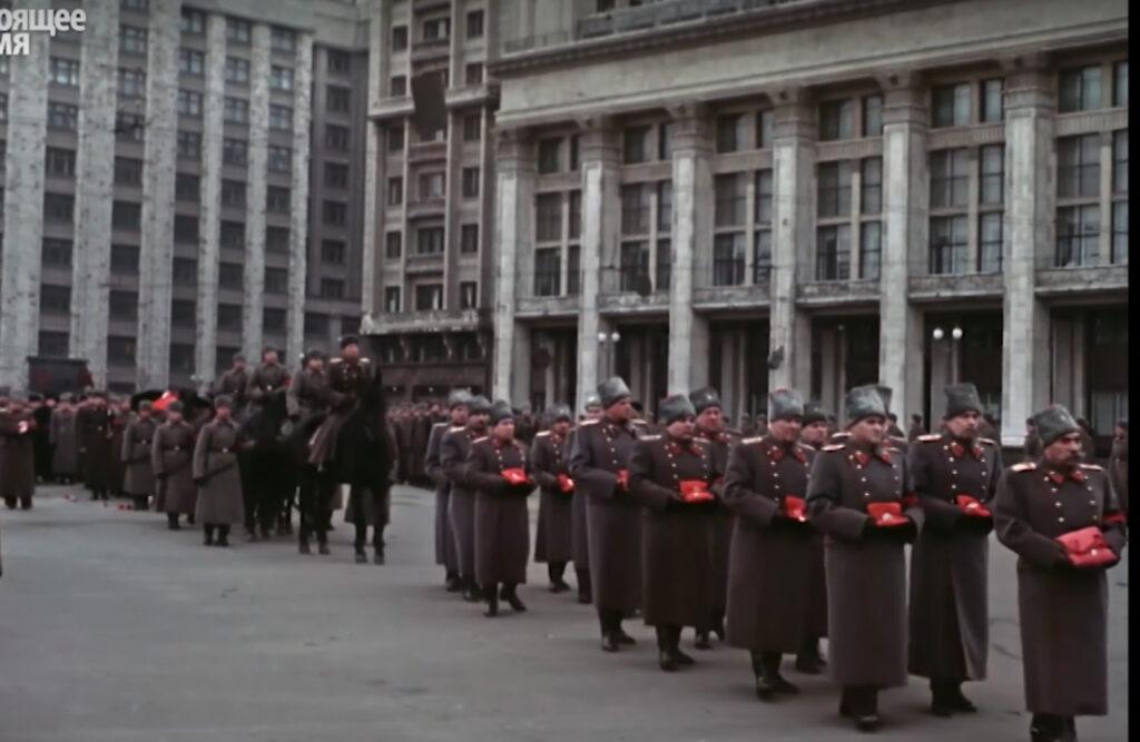 Это изображение имеет пустой атрибут alt; его имя файла - stalin-funeral15-1024x667.jpg